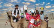 شتری که کتاب به دست کودکان فقیر پاکستانی میرساند